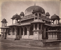 Front view of the Tomb of Muhammad Ghaus, Gwalior 10031461